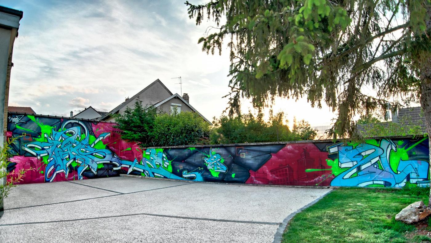 Décoration très colorée d'une façade extérieur de maison